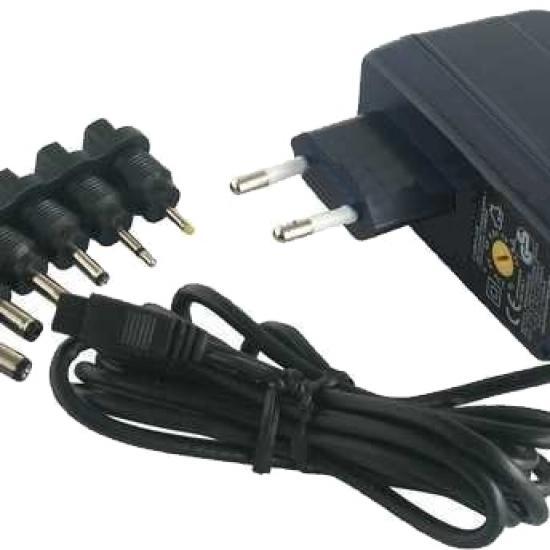 univerzalni adapter 3-8.4V